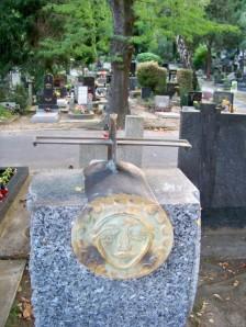objekt s reliéfom na náhrobnom kameni Ignáca Kolčáka, akad. mal. (1931 – 2008)