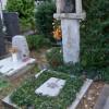plastika kľačiacej ženy na hrobe Milana Paštéku, akad. mal. (1931 – 1998)
