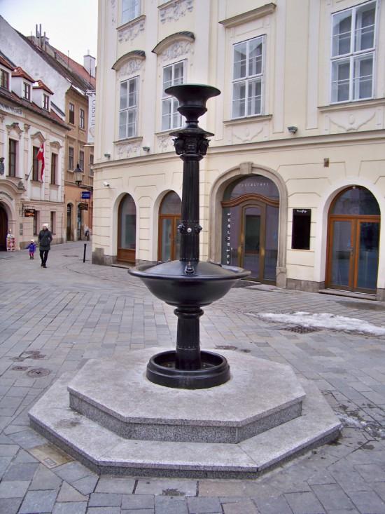 pitná fontána-kópia historickej fontány