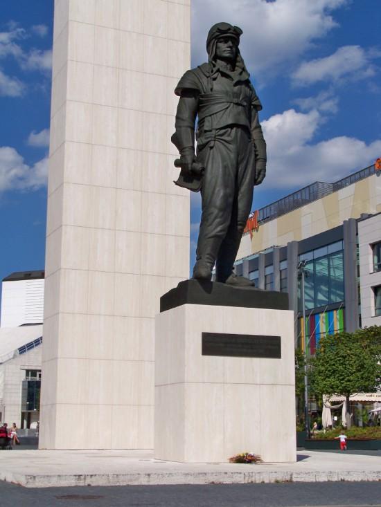 M. R. Štefánik – replika sochy