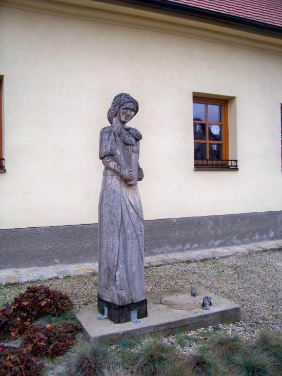 Žena s kyticou