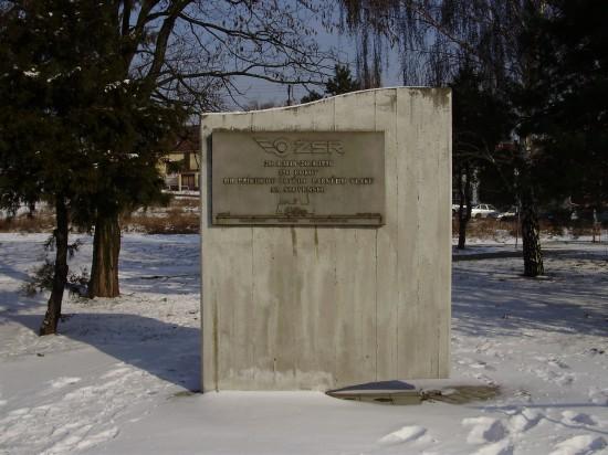 Pamätná tabuľa ŽSR s reliéfom